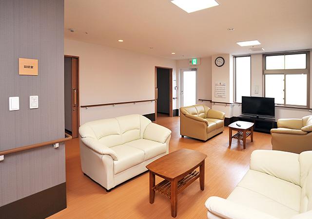 広々とした各階の談話スペース